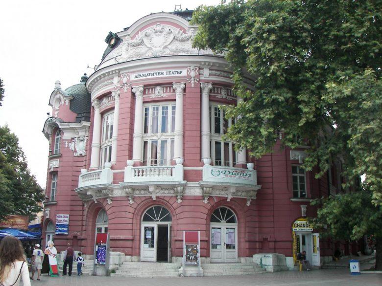 КУЛТУРА ВСЕКИ ДЕН Зад театъра - ново артистично пространство