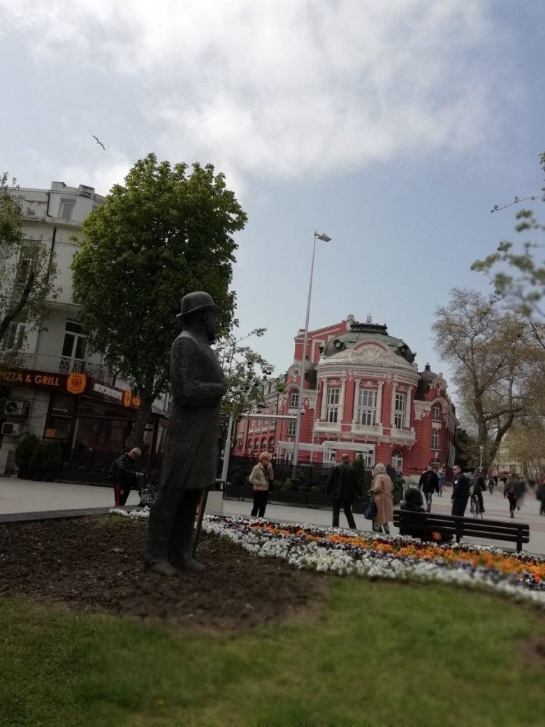КУЛТУРА ВСЕКИ ДЕН Паметник на Иван Церов във Варна